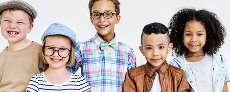 hijos: Ni�os de los ni�os Offspring Casual Concepto de la juventud adorable