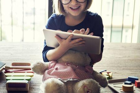 adolescencia: Little Girl Child Development Knowledge Education Concept