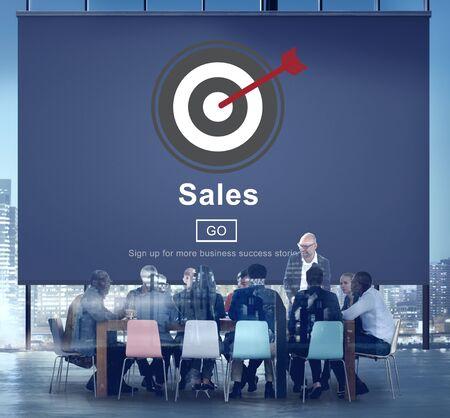reunion de trabajo: Sales Selling Commerce Cost Marketing Retail Sell Concept Foto de archivo