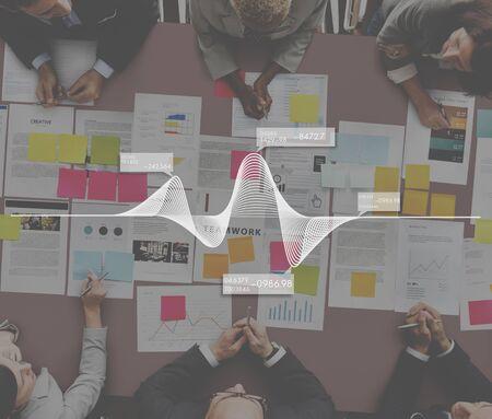 cuadro sinoptico: La carta del gráfico Analytics Concepto comercial Estadísticas Foto de archivo