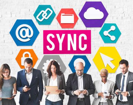 coincidir: Technology Sync Word Graphic Concept