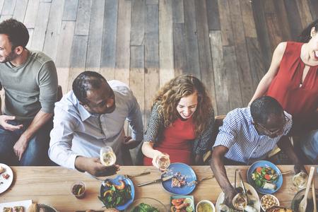 Colleghi Amici pranzo cena cibo insieme mangiare Concetto