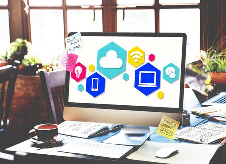 Conexión a Internet concepto de la tecnología social Ordenador
