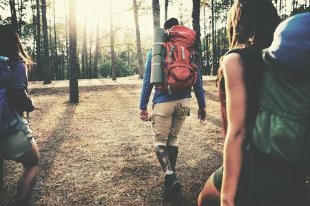 voyage: Forest Camp Aventure Voyage à distance Relax Concept Banque d'images