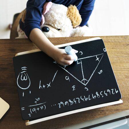 dessin enfants: Kid Enfance �criture Sciences Math Concept Banque d'images