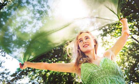 adolescencia: Bastante Concepto Retrato al aire libre del parque La adolescencia linda Foto de archivo