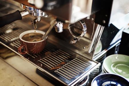 MAQUINA DE VAPOR: Coffee Machine Making Cup Steam Cafe Steam Concept Foto de archivo