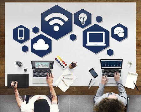 Conexión a Internet concepto de la tecnología social Ordenador Foto de archivo