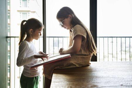 trato amable: Sisters Friendship Ideas Imagination Creative Concept