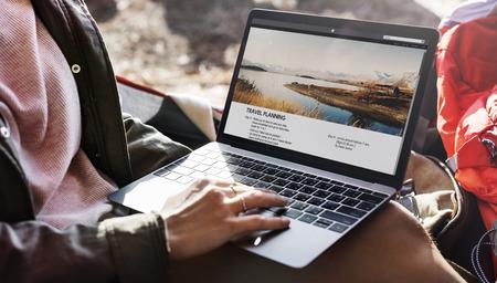 Reisplan Laptop het Concept van de Reisreisrugzak Stockfoto