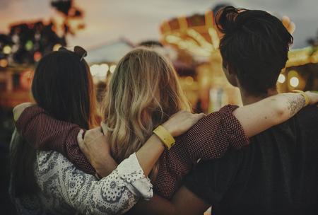 Vrienden Huddle Happiness Amusementspark Festival Concept