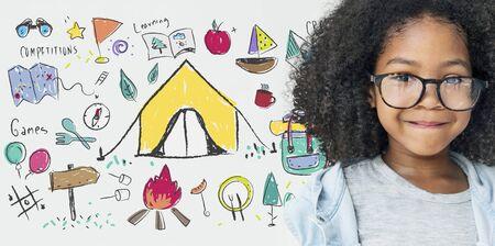夏天营地学习探索户外概念