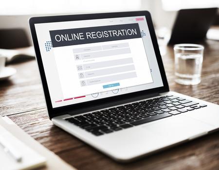 Online-Anmeldung Mitgliedschaft Folgen Konzept Standard-Bild