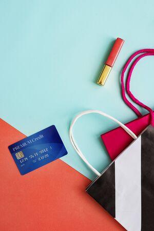 creditcard: Shopping Bag Creditcard Lipgloss Concept
