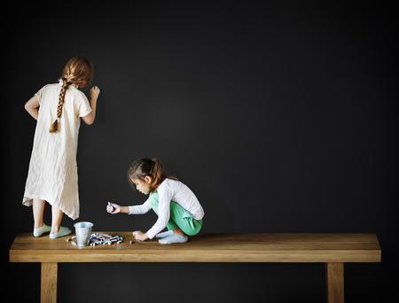 friendliness: Dibujo creativo imaginación muchacha pizarra concepto Foto de archivo