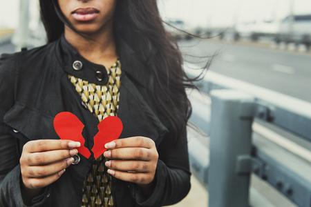 celos: Chica desintegración del corazón Concepto quebrado
