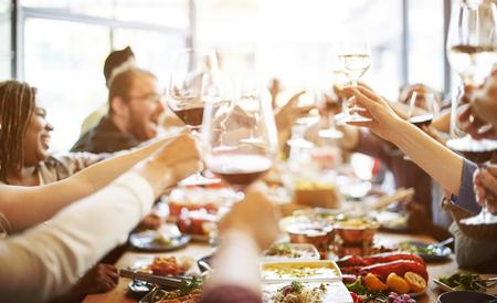 저녁 식사 와인 건배 파티 개념