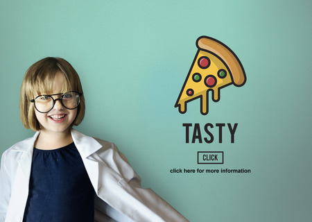 obesidad infantil: Las calor�as de la comida basura no saludable La obesidad Concepto