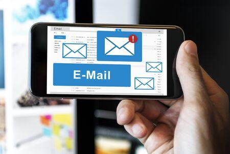 correspondencia: Correspondencia por correo electr�nico tecnolog�a de la comunicaci�n Concepto Foto de archivo