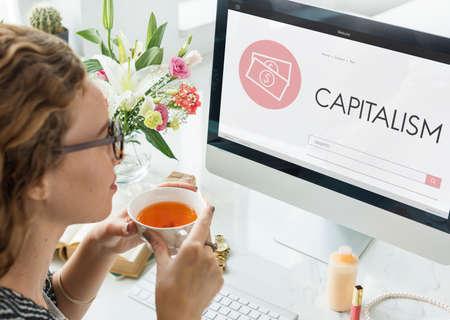 capitalism: El capitalismo Efectivo Crédito Bancario Ingresos de Concepto