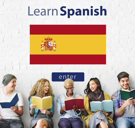 Dowiedz się języka hiszpańskiego online koncepcji edukacji