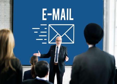 correspondence: Correspondencia por correo electrónico enviar mensaje Concept Foto de archivo