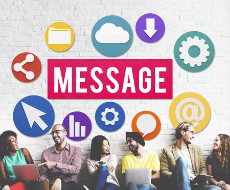 Concetto di messaggio con un gruppo di persone