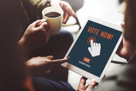 encuestando: Sondeo voto ahora Elecci�n concepto pol�tico Foto de archivo