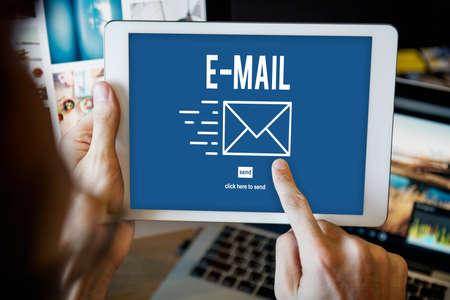 correspondencia: Correspondencia por correo electr�nico enviar mensaje Concept Foto de archivo