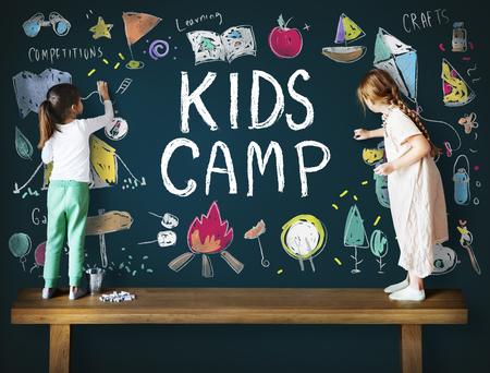 暑期儿童夏令营冒险探索概念