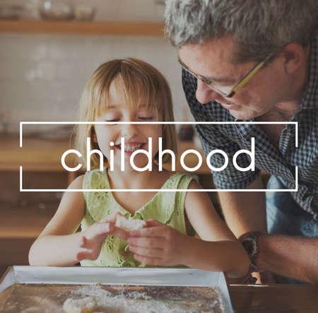 hijos: Offspring infancia Infancia Ni�os Concepto joven juventud Foto de archivo