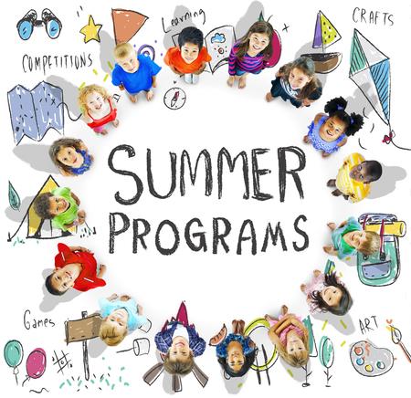 Summer Kids Camp Aventure Explorez Concept Banque d'images