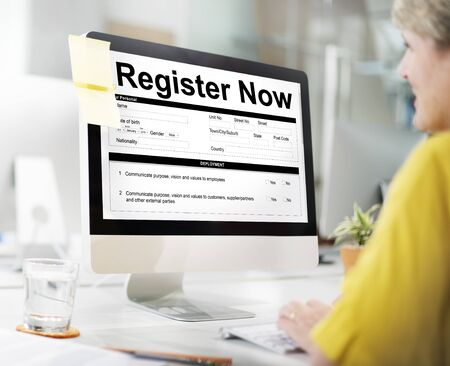 Registreer nu Document Filling Form Concept Stockfoto
