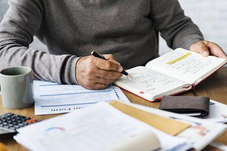 testament schreiben: Büro Dokument Signatur Transaktion Writer Konzept
