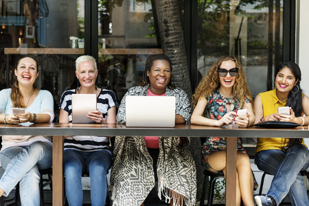 女らしさ接合ブランチ カフェ カジュアルな社交概念