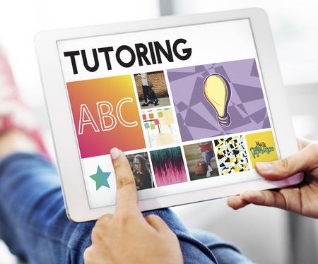 Tutoring webpage in a tablet Foto de archivo - 110856106