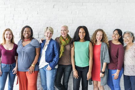 Группа женщин Счастье Веселая Концепция