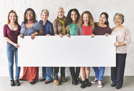 女性の幸福の陽気なコンセプトのグループ