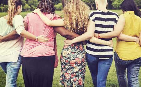 apoyo familiar: Mujeres Mujer Feminismo Señora Señora Amigos Concept