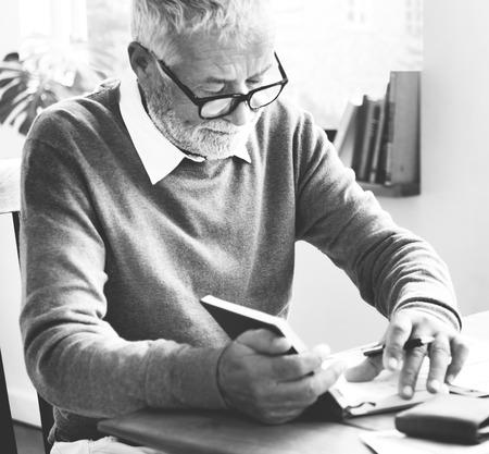 testament schreiben: Desk Document Signature Transaction Writer Concept