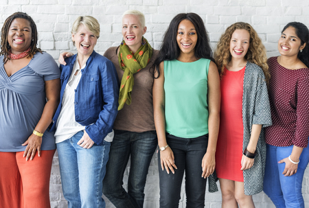 Grupo de Mujeres de la felicidad Alegre Concepto Foto de archivo - 63598848