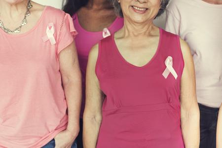 Concepto de la Caridad la ayuda del cáncer de pecho de