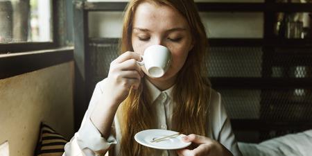 lunares rojos: Girl Drinking Coffee Shop Concept
