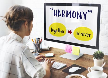 compañerismo: Concepto compañía Computer Girl positividad Foto de archivo