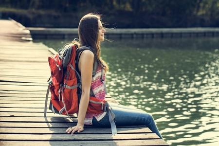 soledad: Backpacker informal Viajes Turismo Naturaleza Concepto Despreocupado