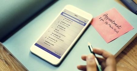 correspondencia: Smart Phone Email Correspondence Note Concept