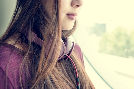 Young Woman Listening Music Concept Stockfoto