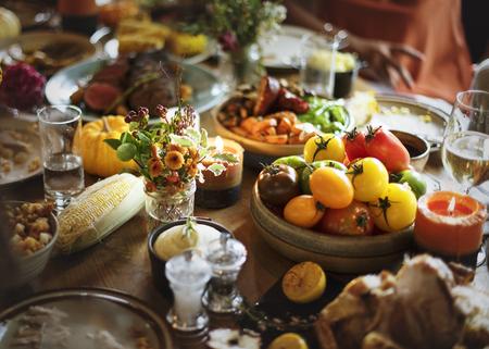 Gebratenes Rindfleisch-Lebensmittel-Danksagungs-Tabellen-Einstellungs-Konzept