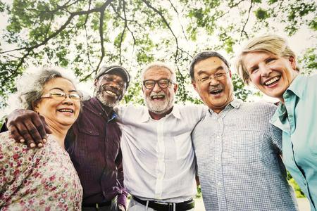 Grupo dos altos aposentadoria Discussão Conheça up Concept Foto de archivo - 64257967