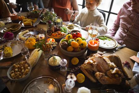 Thanksgiving-Feier Tradition Family Dinner Konzept Standard-Bild - 64076120